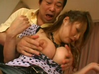乳を揉まれる